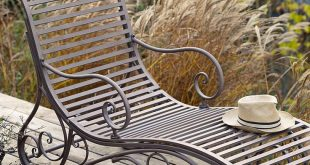 Elegant Metal Lounger - Single