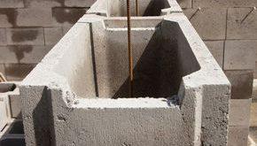 Eine Stützmauer aus Schalsteinen ist kostengünstig und zudem schnell errichtet...
